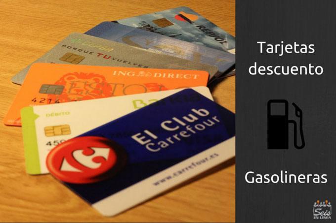 Fotografía de tarjetas que ofrecen descuentos en gasolineras