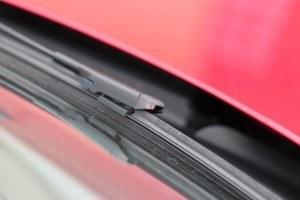 Consejos para comprar un coche de segunda mano: Pintura en limpiaparabrisas