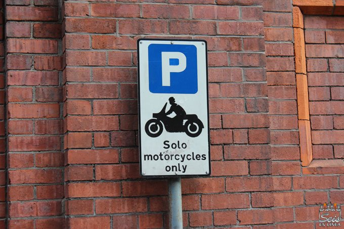 Foto de señal parking exclusivo motos