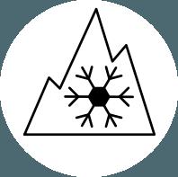 icono neumaticos todo tiempo y montaña de tres picos nevada